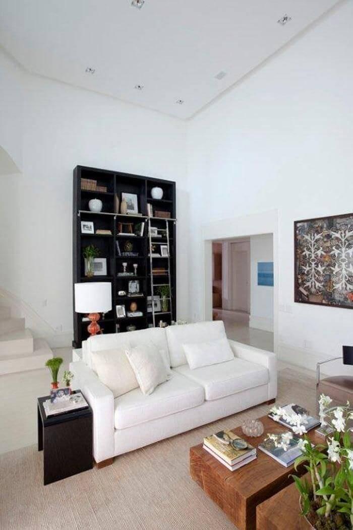 estante preta com escada sala de estar dado castello branco 22286
