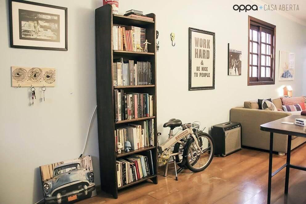 estante preta para livros sala de estar casa aberta 19812
