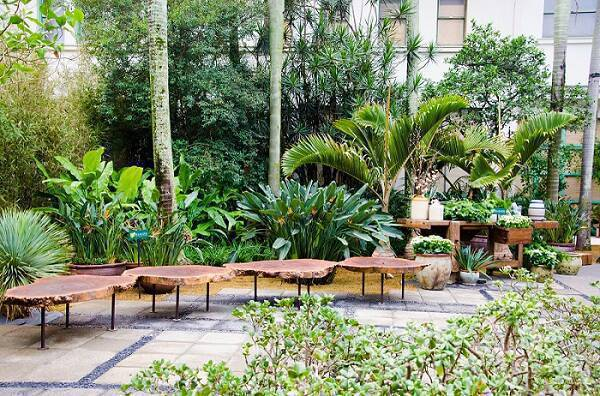 garden com bancos alalou