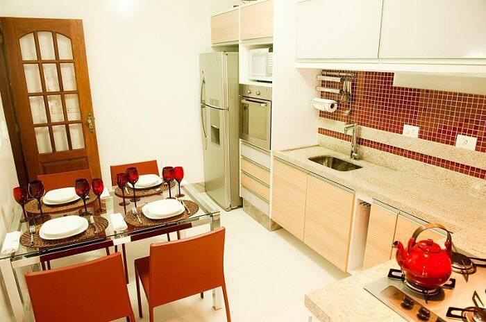 pastilhas adesivas cozinha com detalhe vermelho Ldois arquitetura 30334