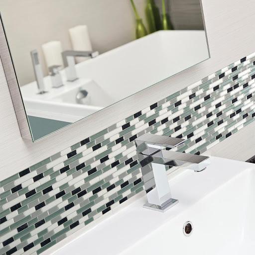 Pastilhas adesivas para decorar o banheiro moderno
