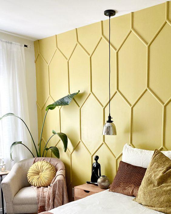 Como aplicar textura de parede amarela no quarto