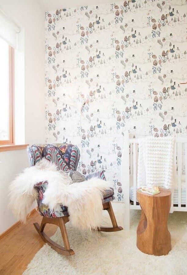 quarto de bebê decorado com poltrona de amamentação com balanço Foto Houzz