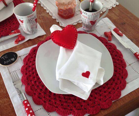sousplat de crochê vermelho romantico