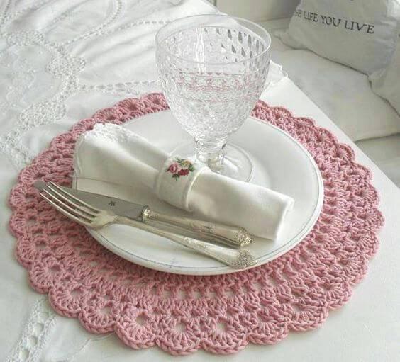 sousplat de croche rosa antigo com taça