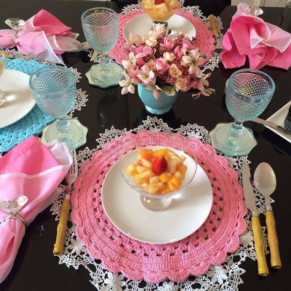 sousplat de croche rosa com turquesa