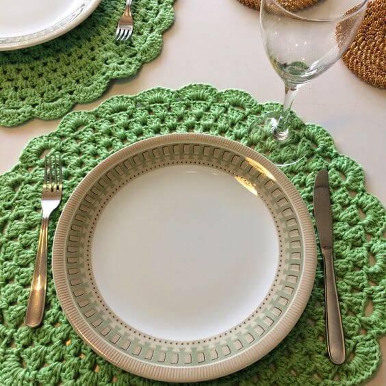 sousplat de croche verde com talheres