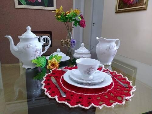 sousplat de croche vermelho mesa de cha