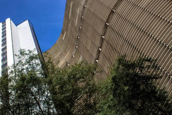 Arquitetos Famosos - Oscar Niemeyer - COPAN de baixo