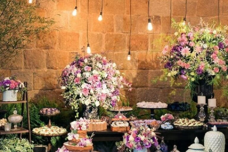 Arranjo de flores para decoração de casamento rústico