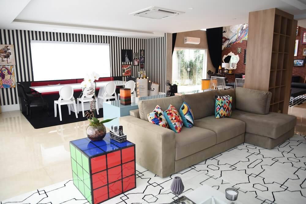 Casa da Anitta com sala de estar e jantar integrada