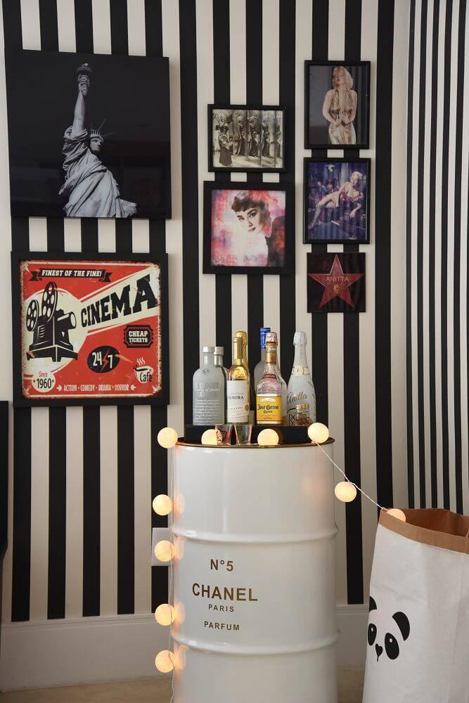 Casa da Anitta sala de jantar com barril
