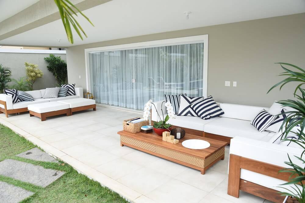 Casa da Anitta varanda espaçosa