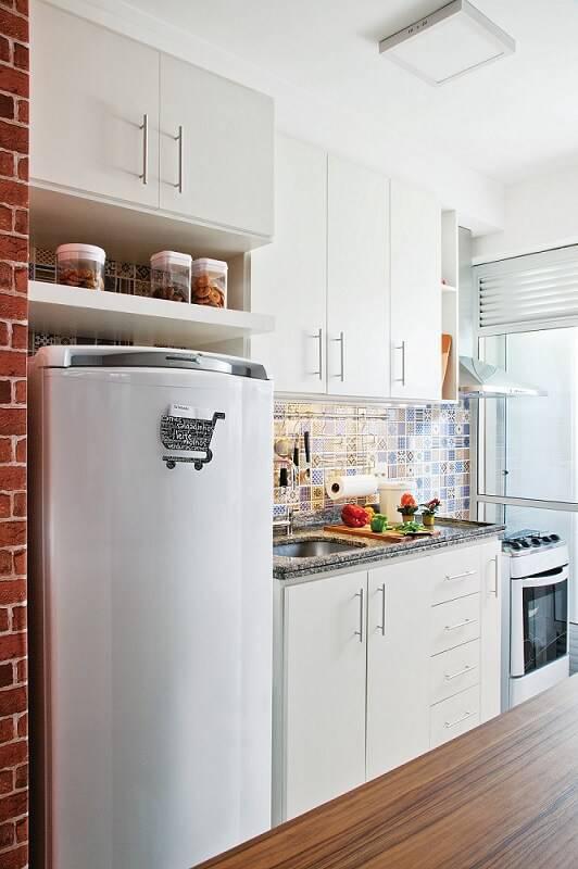 Cozinhas Planejadas para Apartamentos Pequenos branca tijolinho leroy