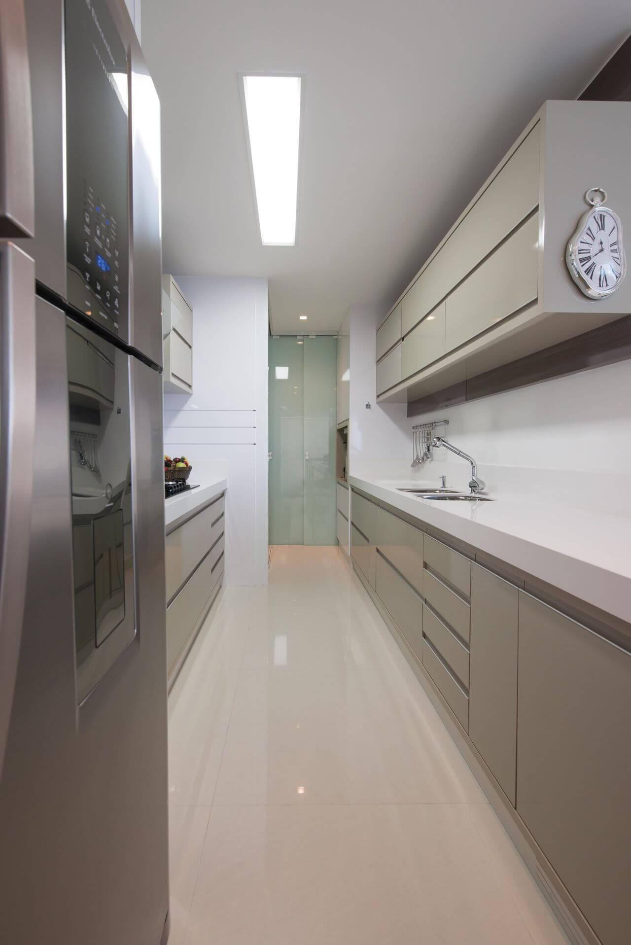 Cozinhas Planejadas para Apartamentos Pequenos corredor actual design 104094