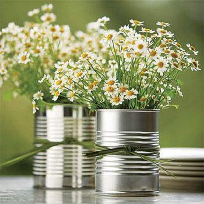 Decoração de chá de panela com arranjo de flores-com lata de alumínio