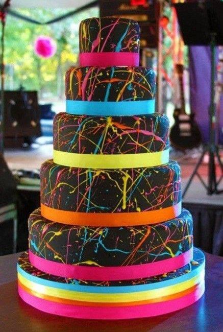 Decoração de festa de 15 anos - Bolo preto com neon