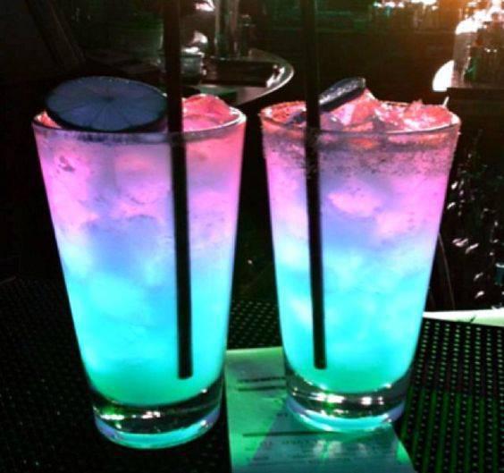 Decoração de festa de 15 anos - bebidas neon
