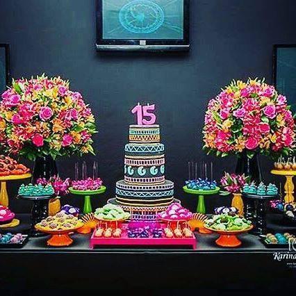 Decoração de festa de 15 anos - mesa de doces neon