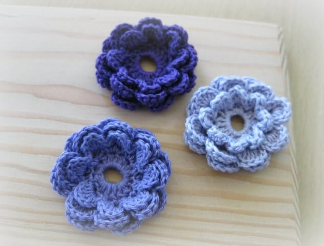 Flor de crochê azul