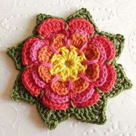 Flor de crochê colorida
