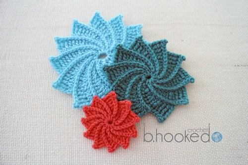 Flor de crochê coloridas