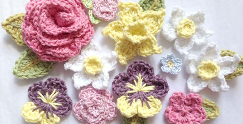 Flor de crochê coloridas diversas