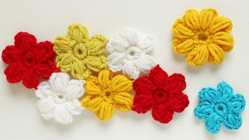 Flor de crochê coloridas juntas