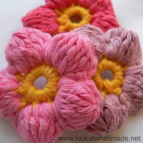 Flor de crochê com botões furados