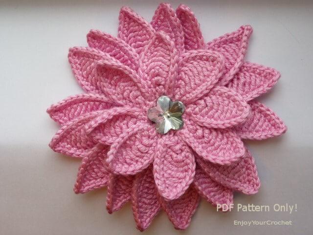 Flor de crochê com várias camadas
