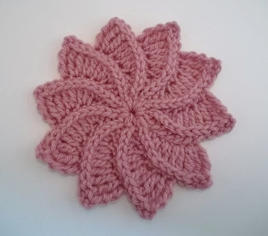 Flor de crochê cor-de-rosa