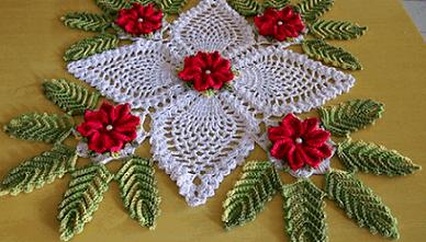 Flor de crochê em peça central
