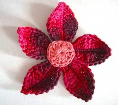Flor de crochê em tons de rosa