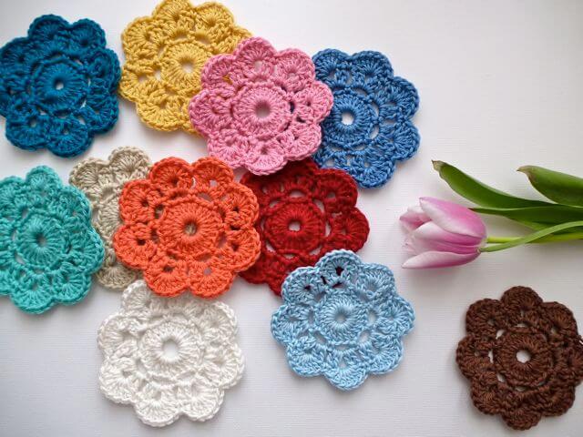 Flor de crochê em várias cores