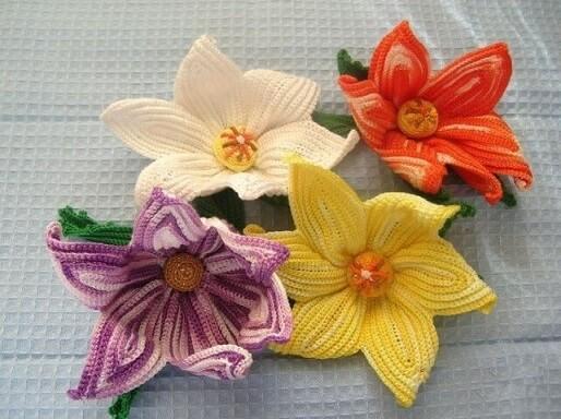 Flor de crochê grande colorida