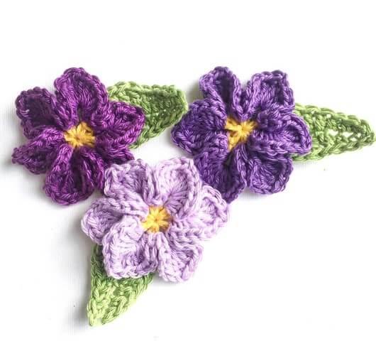 Flor de crochê roxo