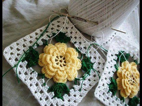 Flores de crochê amarela com folhas verdes