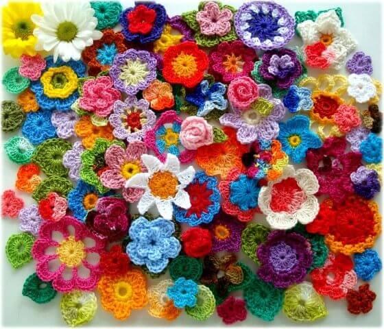 Flores de crochê de vários modelos
