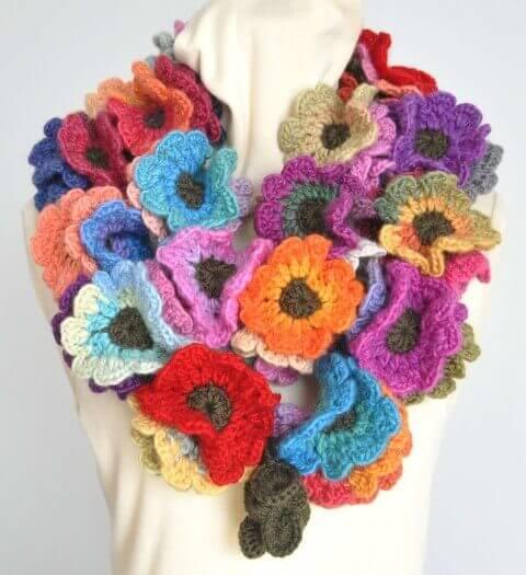 Flores de crochê em gola