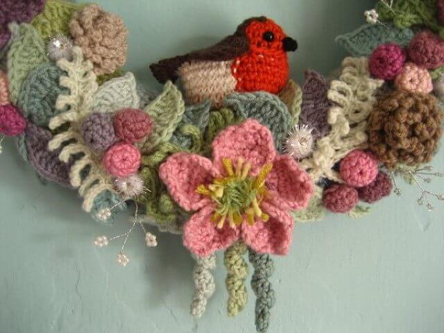 Flores de crochê em guirlanda