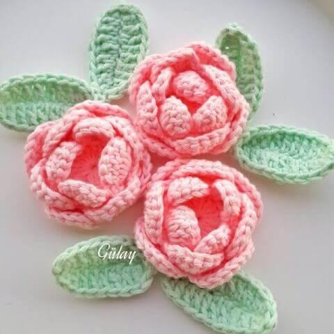 Flores de crochê rosa claro