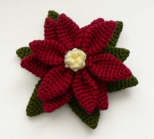Flores de crochê vinho com flores verde