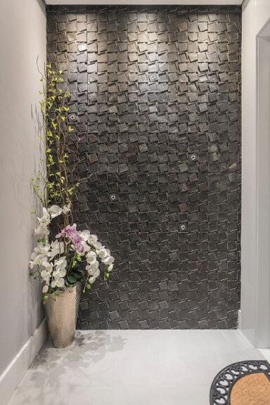 Hall moderno com revestimento 3D na parede Projeto de Idealizzare Arquitetura