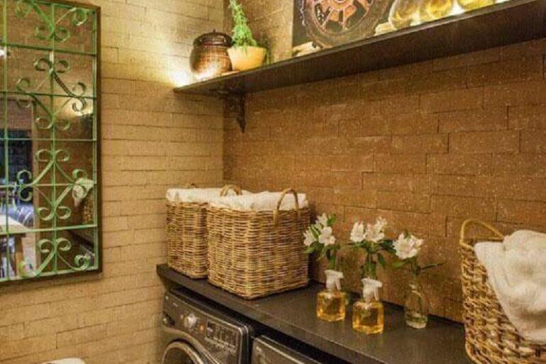 Lavanderia rústica decorada com caixas organizadoras Foto Adriana Giacometti