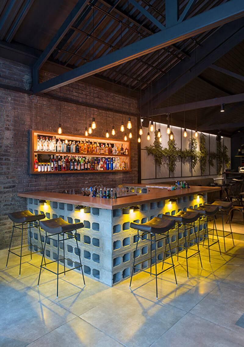 Restaurante Oguru bar iluminado