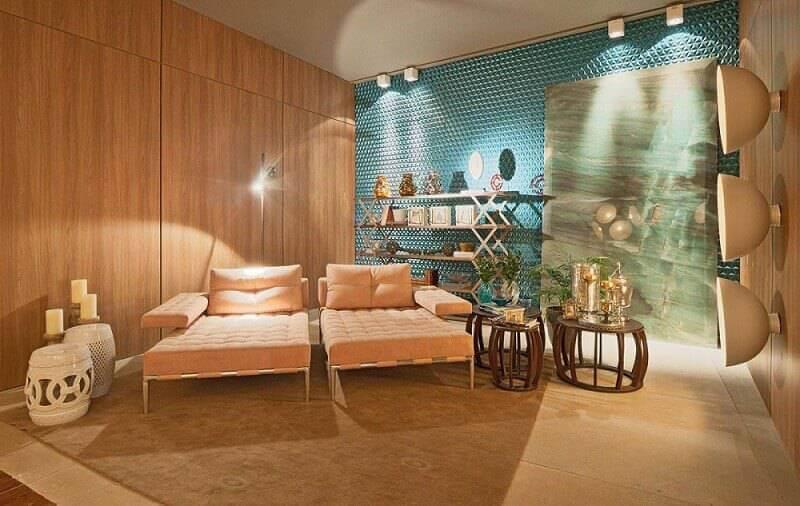 Revestimento de parede 3D colorido na sala de descanso Projeto de Mariana Borges e Thaysa Godoy