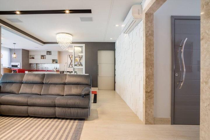Sala com conceito aberto com parede com revestimento 3D branco