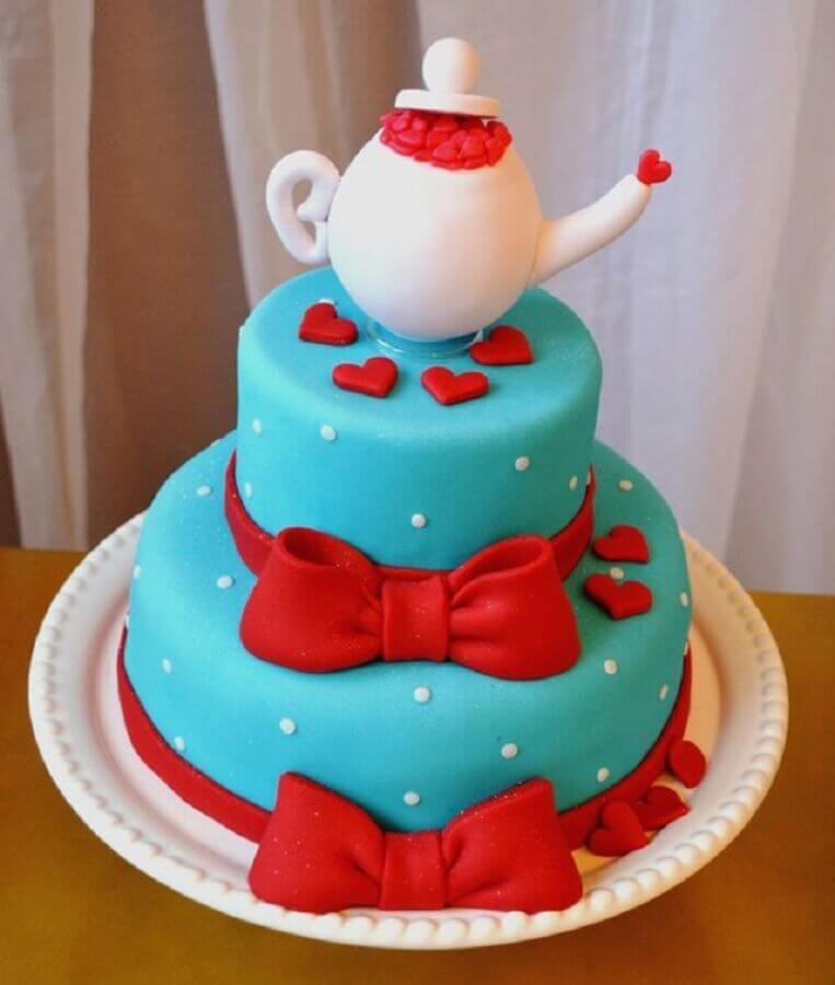 bolo de chá de panela azul e vermelho Foto The Holk