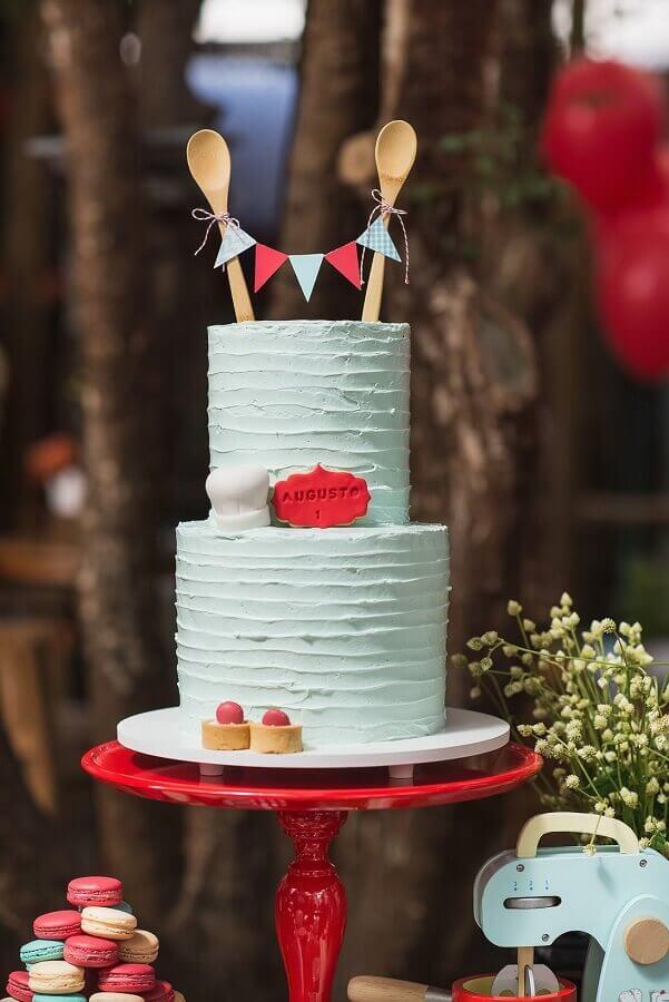 bolo de chá de panela decorado com colher de pau no topo Foto Kikids Party