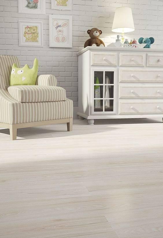 carpete de madeira quarto de bebe claro